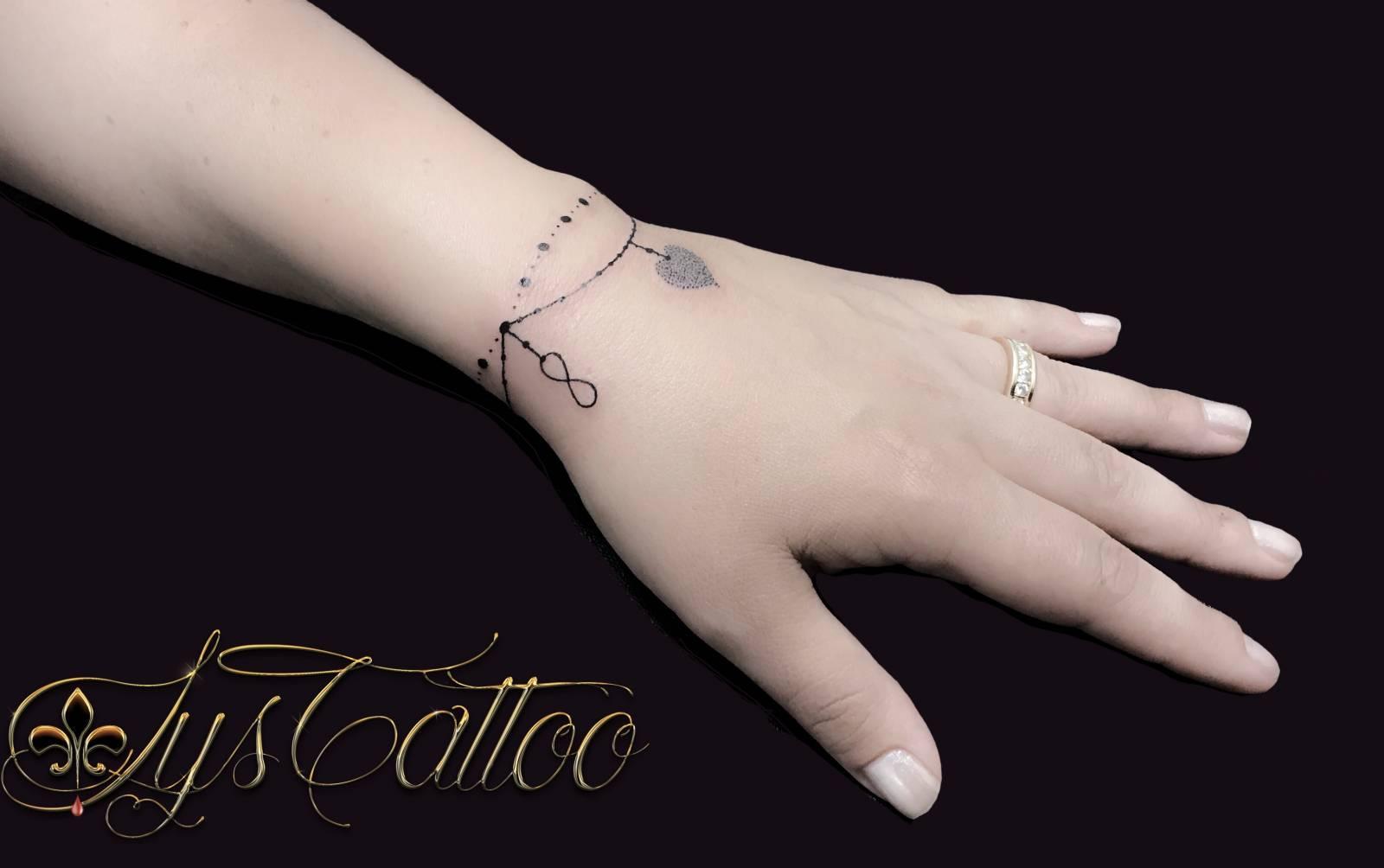Decouvrez Votre Salon De Tatouage Specialise Dans Les Tatouages Bracelets Bijoux Chaines De Cheville A Gradignan Proche De Bordeaux En Gironde Tatoueur Vers Bordeaux Lys Tattoo