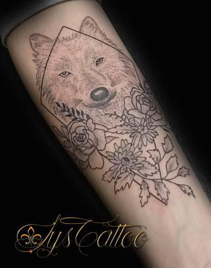 sp cialiste tatouage fleurs roses pissenlits tatoueur vers bordeaux lys tattoo. Black Bedroom Furniture Sets. Home Design Ideas